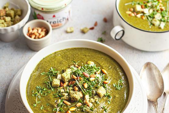 Bärlauch Spinat Suppe mit Streich